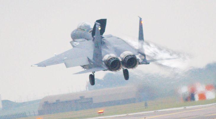 Izraelski F-15 wylądował bezpiecznie bez jednego skrzydła