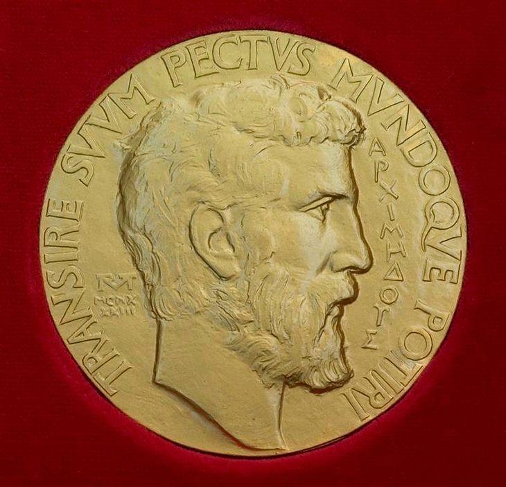 Awers Medalu Fieldsa. Widnieje na nim nie Fields, a Archimedes - wielki starożytny matematyk, fizyk i konstruktor.