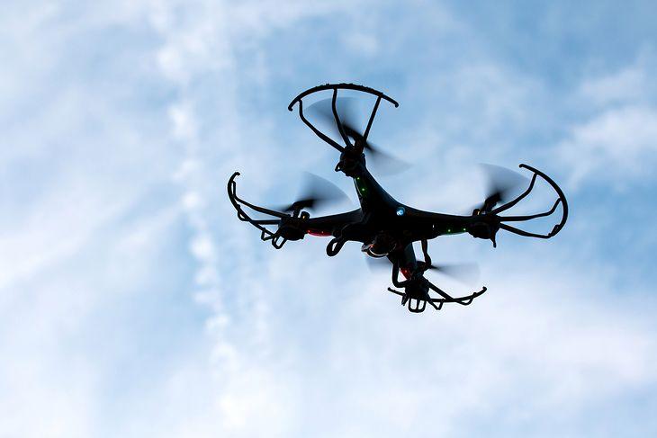 Za mniej niż 300 zł możemy kupić drona z kamerą, którą sfilmujemy świat z góry
