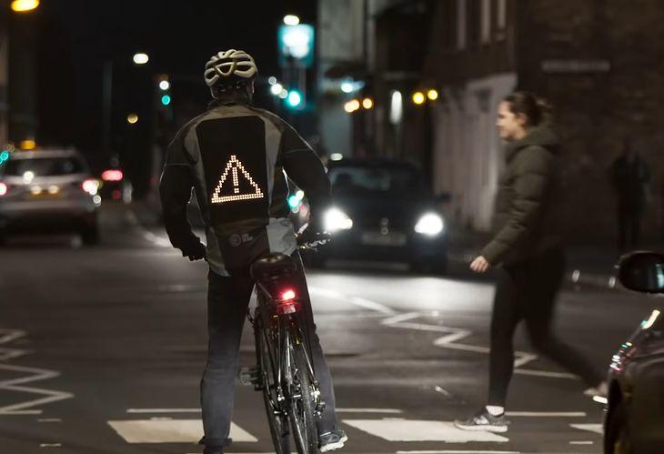Ford Emoji Jacket - wygodnie i czytelnie wyraź swoje intencje kierowcom jako rowerzysta