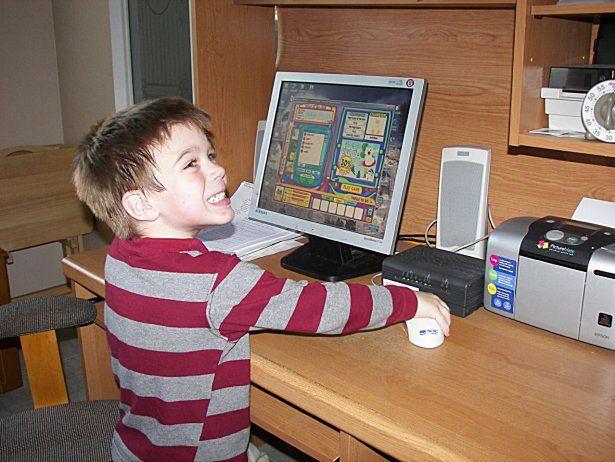 Komputer dla 3- czy 5-latka? Niektórzy nie mają wątpliwości... (fot. na lic. CC; Flickr.com/by ClaraDon)