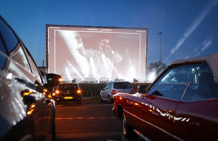 Po 40 latach otwarto kino samochodowe w Iranie.
