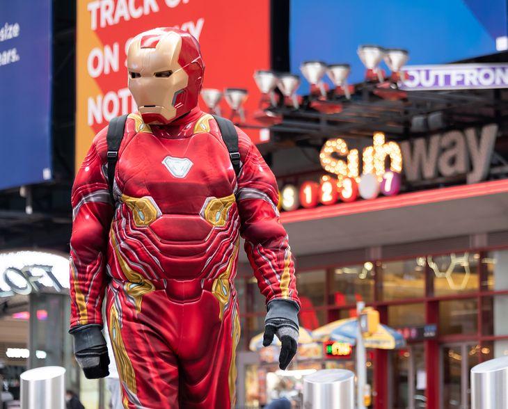 Nie chcesz wyglądać jak ten Iron Man? Noś koszulkę Polaków
