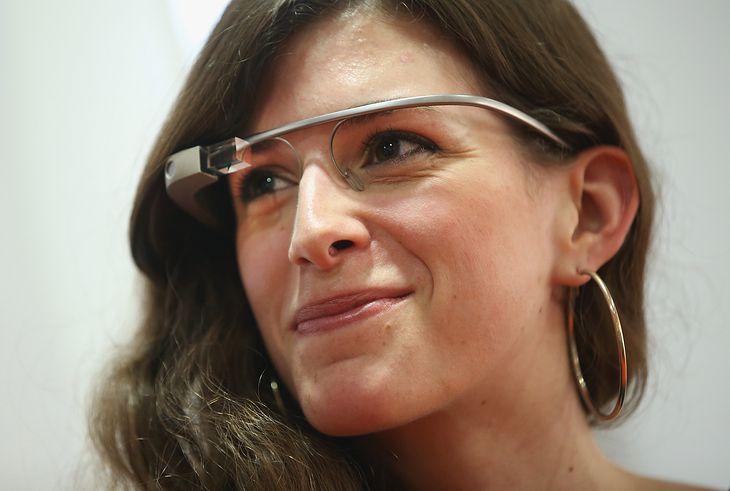 Google Glass - smart okulary od Google'a. Zdjęcie ilustracyjne