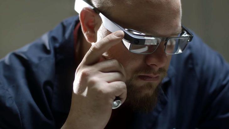 Nowe Google Glass już powszechnie dostępne. Ale dla zwykłego konsumenta ich kupno mija się z celem