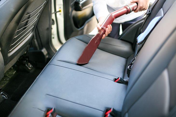 Odkurzacz samochodowy powinien mieć wymienne końcówki, które ułatwią sprzątanie auta