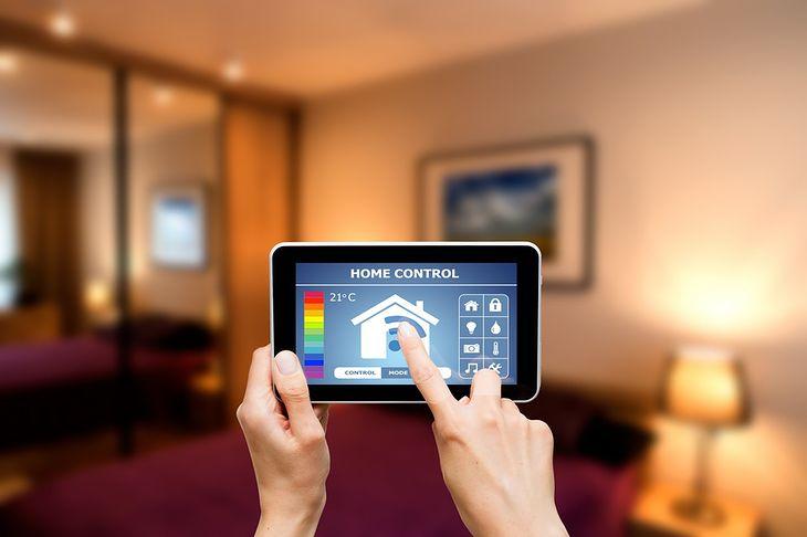 Zdjęcie tabletu pochodzi z serwisu Shutterstock