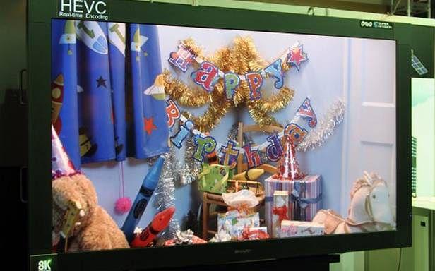 Obraz w formacie Super Hi-Vision zaprezentowano na 85-calowym telewizorze Sharpa
