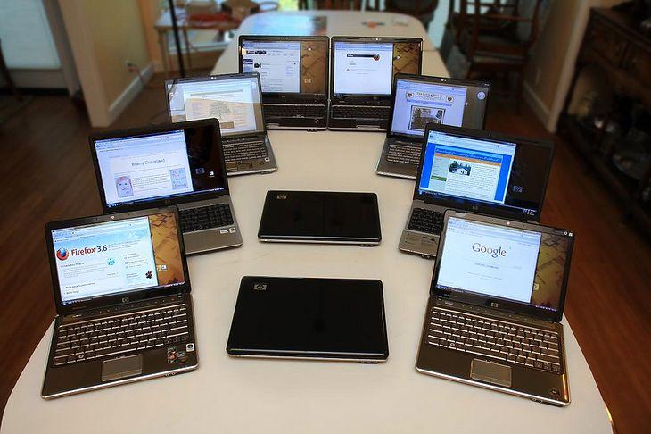 10 laptopów HP (fot. na lic. CC; Flickr.com/by Velo Steve)