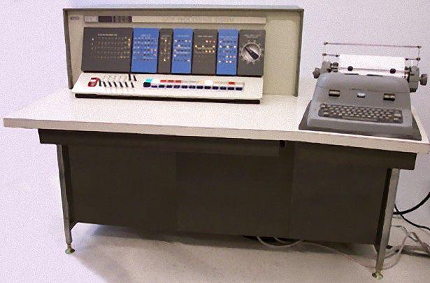 IBM 1620 - prawdopodobnie najstarsza stacja robocza (fot. na lic. CC; RTC at the English language Wikipedia)