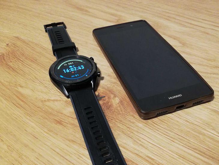 Smartwatch najlepiej od razu połączyć ze smartfonem