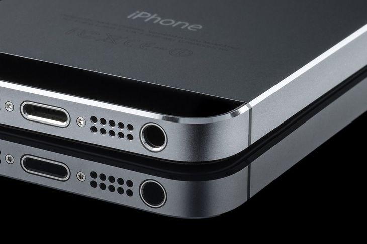 Zdjęcie iPhone'a 5S pochodzi z serwisu Shutterstock. Fot. Oleg GawriloFF