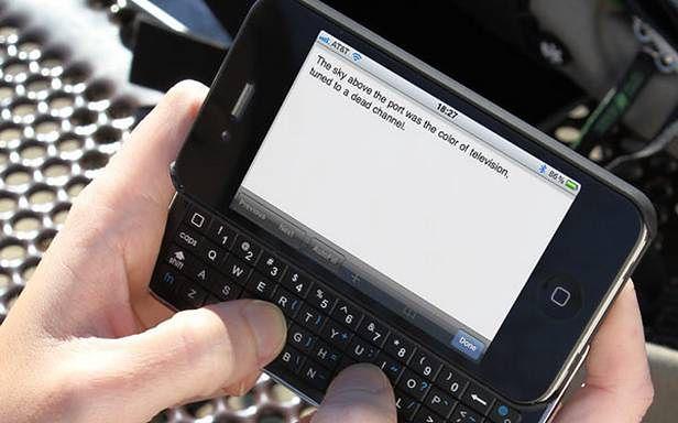 iPhone z klawiaturą istnieje! (Fot. ThinkGeek.com)