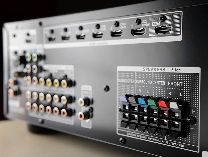 Współczesne amplitunery kina domowego oferują odtwarzanie dźwięku i obrazu w wysokiej jakości