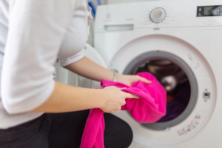 Współczesne pralki oferują coraz więcej przydatnych funkcji