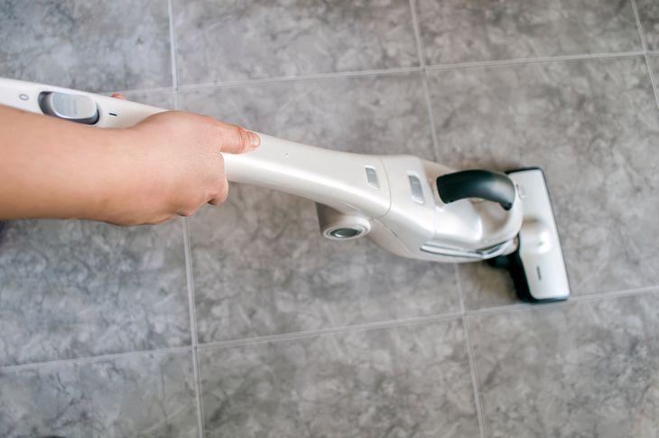 Mop parowy to najlepszy sprzęt do czyszczenia podłóg w łazience