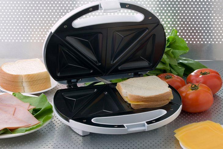 W opiekaczu do 100 zł najczęściej mieszczą się 2 lub 4 kanapki