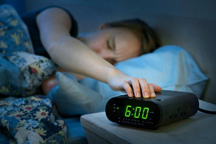 Z dobrym zegarem lub radiobudzikiem nigdy nie zaśpisz