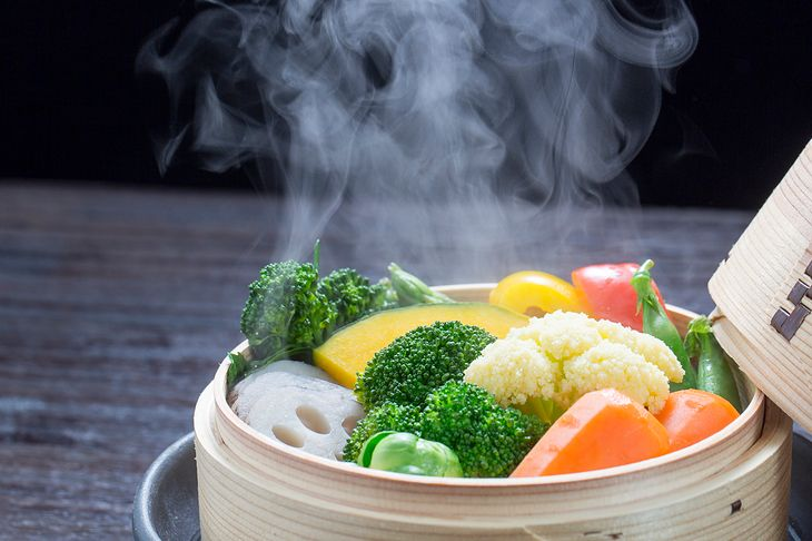 W parowarze można przygotować wiele pysznych potraw