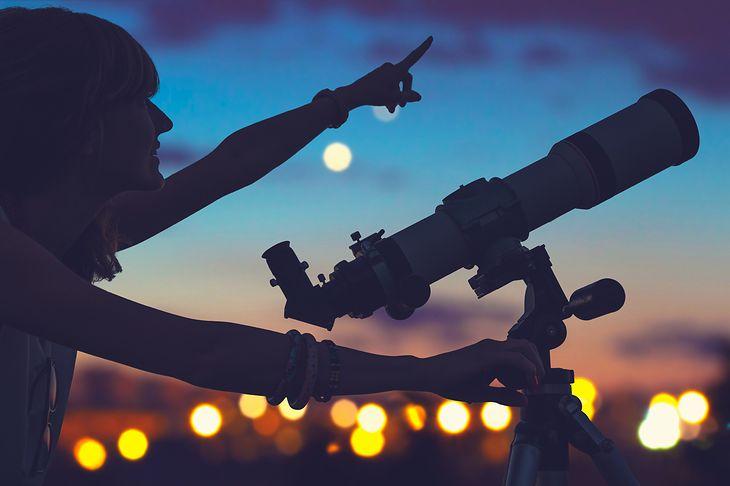 Zaczynamy przygodę z astronomią tanie teleskopy dla dzieci i