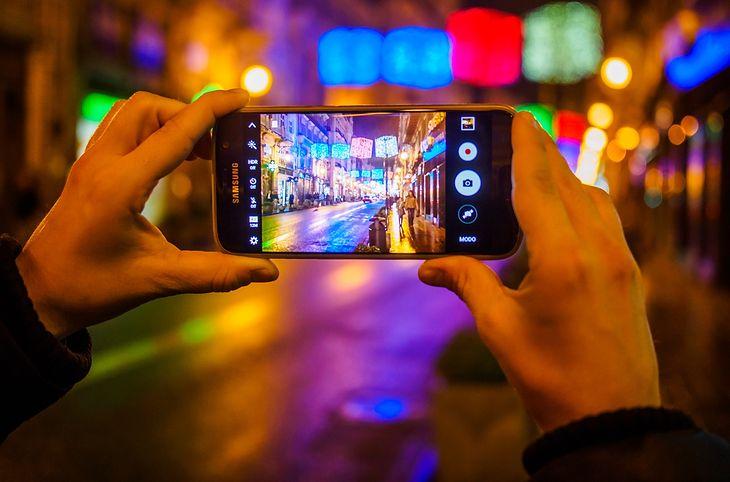 """Za najlepsze """"flagowce"""" wśród smartfonów trzeba sporo zapłacić, ale ze względu na możliwości tych urządzeń naprawdę warto"""