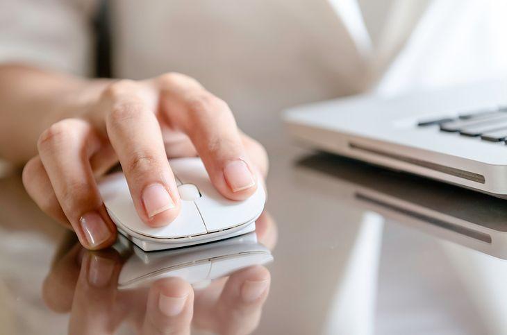 Mysz do pracy biurowej powinna być dobrze dopasowana do dłoni