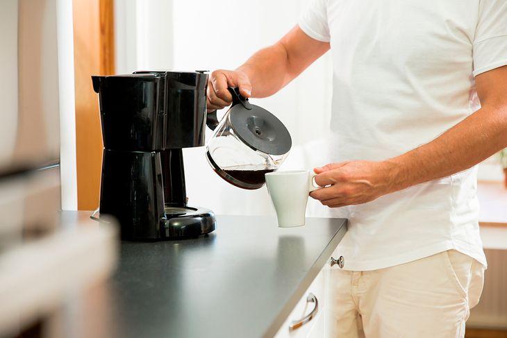 Przelewowy ekspres pozwala na przygotowanie dużej ilości kawy