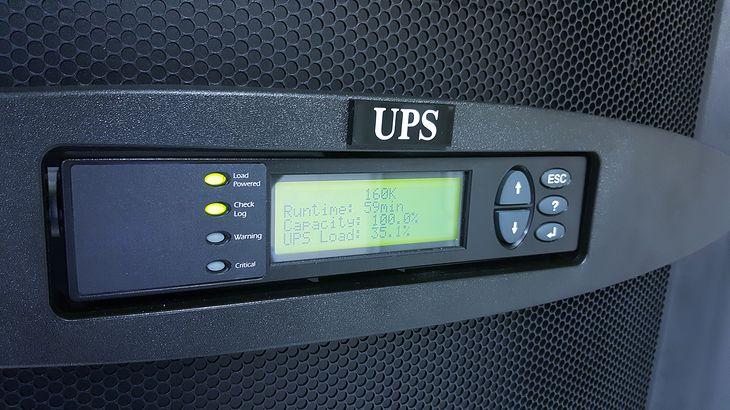 Domowe UPS-y zabezpieczają sprzęty, które są do nich podłączone, na wypadek sieciowych zakłóceń