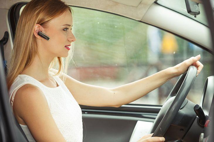 Douszna słuchawka Bluetooth to świetne rozwiązanie dla kierowców