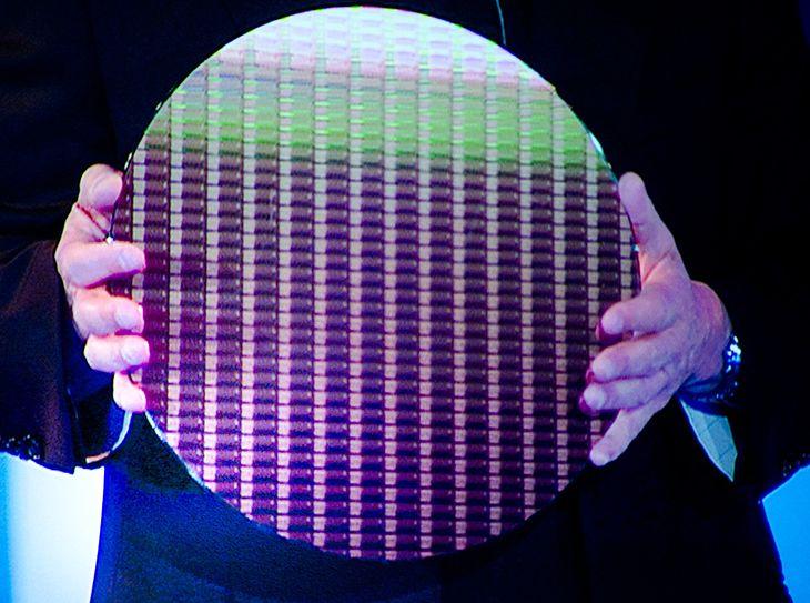 Wafelek z 22 nm CPU Ivy Bridge (fot. Anandtech.com)