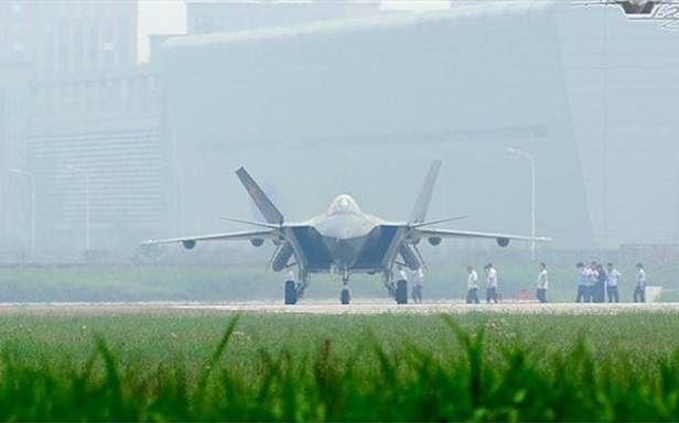 Chengdu J-20 (Fot. Dvice.com)