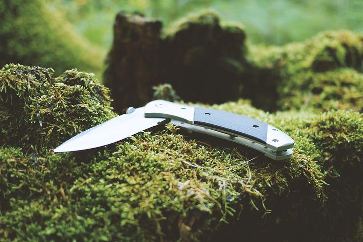 Prawdziwego surwiwalowca poznasz po tym, jak traktuje swój nóż