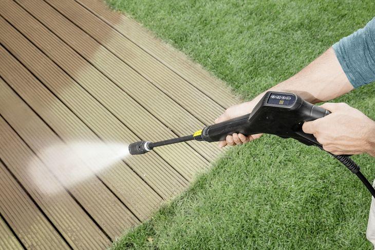 Myjka ciśnieniowa to urządzenie, które bardzo przydaje się w ogrodzie
