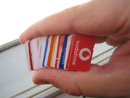 3 karty SIM