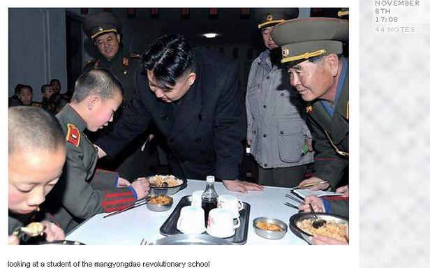 Kim Dzong Un patrzy (ale nie na smartfony)