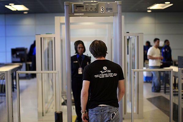 Bramka kontrolna na lotnisku