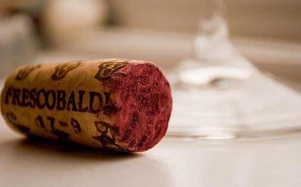 Korek chyba nie będzie pasował do butelki z papieru (Fot. Flickr/derekGavey/Lic. CC by)
