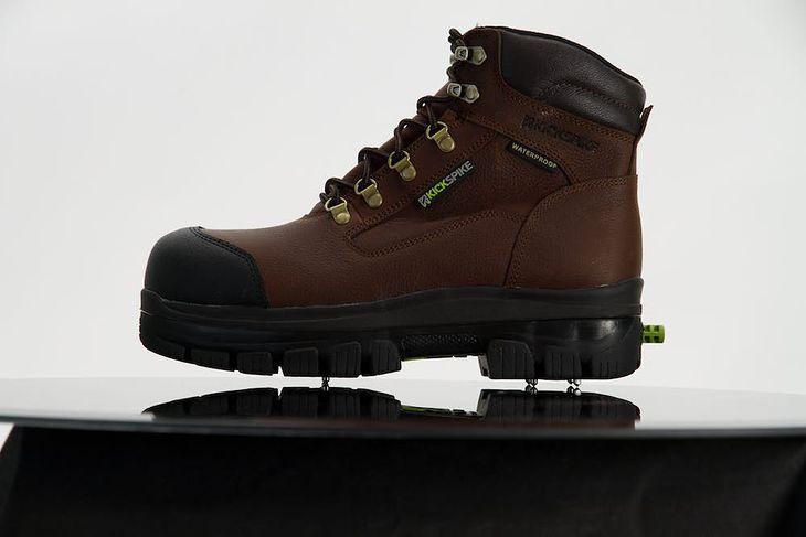 KickSpike - zimowe buty z wysuwanymi kolcami
