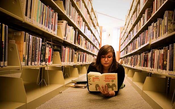 Renesans książek nadchodzi wraz z ebookami? (Fot. Flickr/Gibson Claire McGuire Regester/Lic. CC BY-ND)