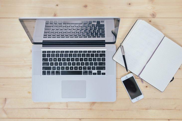 Dobre laptopy w cenie 2500 zł są uniwersalne i sprawdzą się dla użytkowników o zróżnicowanych potrzebach