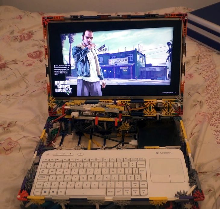 Axel Wolstenholme stworzył w domu laptopa jak z klocków lego.