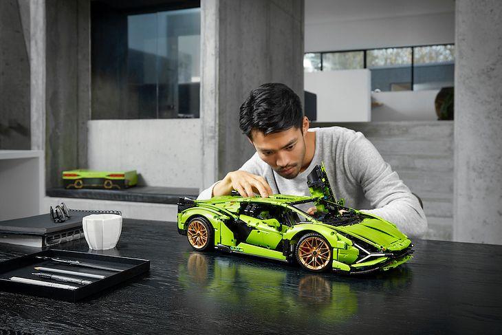 Lamborghini Sián FKP 37 kosztuje znacznie mnie w wersji Lego