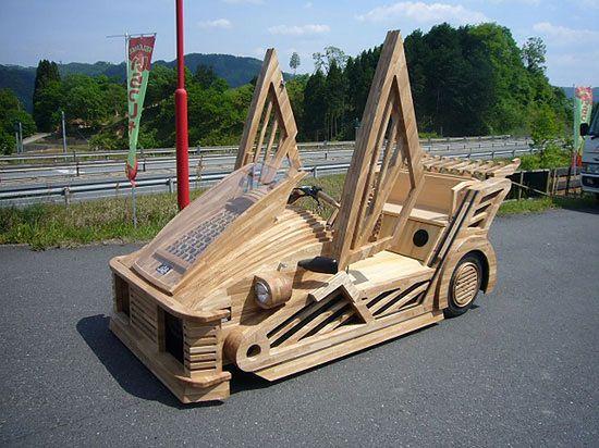Maniwa - drewaniany supersamochód, który naprawdę jeździ