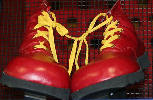 Jak bezpiecznie wysuszyć mokre buty?