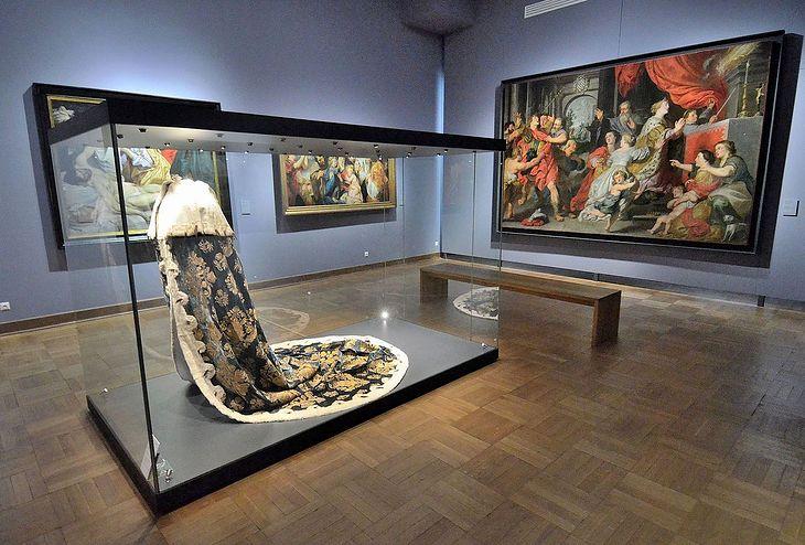 Płaszcz koronacyjny króla Augusta III w Muzeum Narodowym w Warszawie