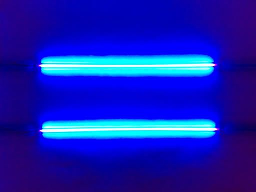 Neony UV
