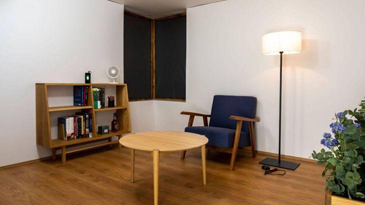 Pomieszczenie z systemem bezprzewodowego ładowania
