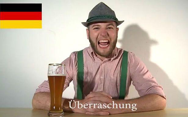 """Niemiec mówi """"niespodzianka"""" (Fot. YouTube/Copy Cat Channel)"""