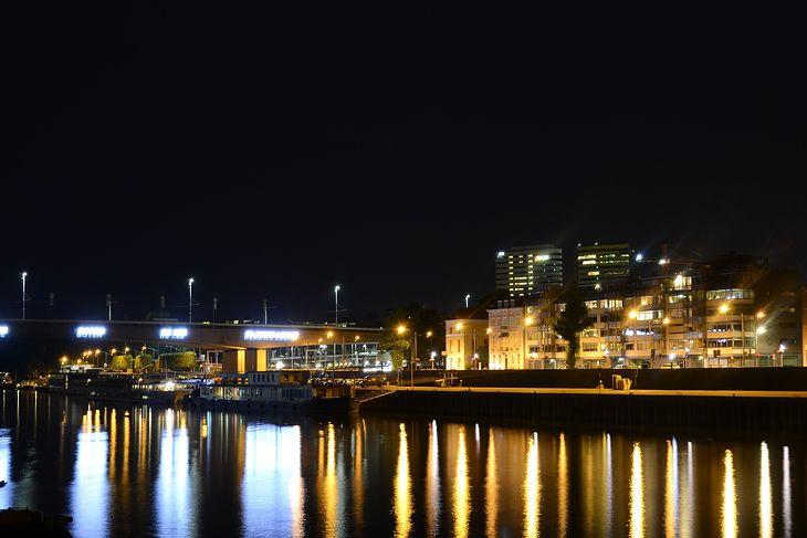 Arnhem nocą.