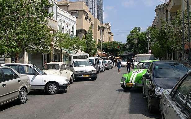 Parkowanie prawie równoległe (Fot. Flickr/upyernoz/Lic. CC by)